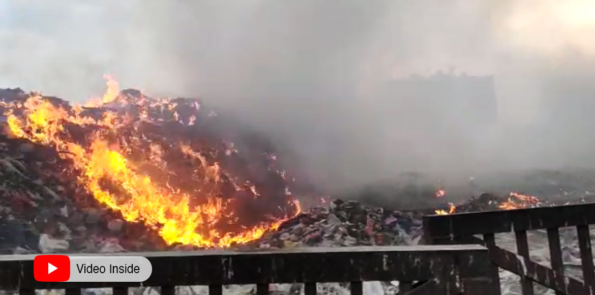 Massive fire at dump yard near Mohan Nagar Link Ro