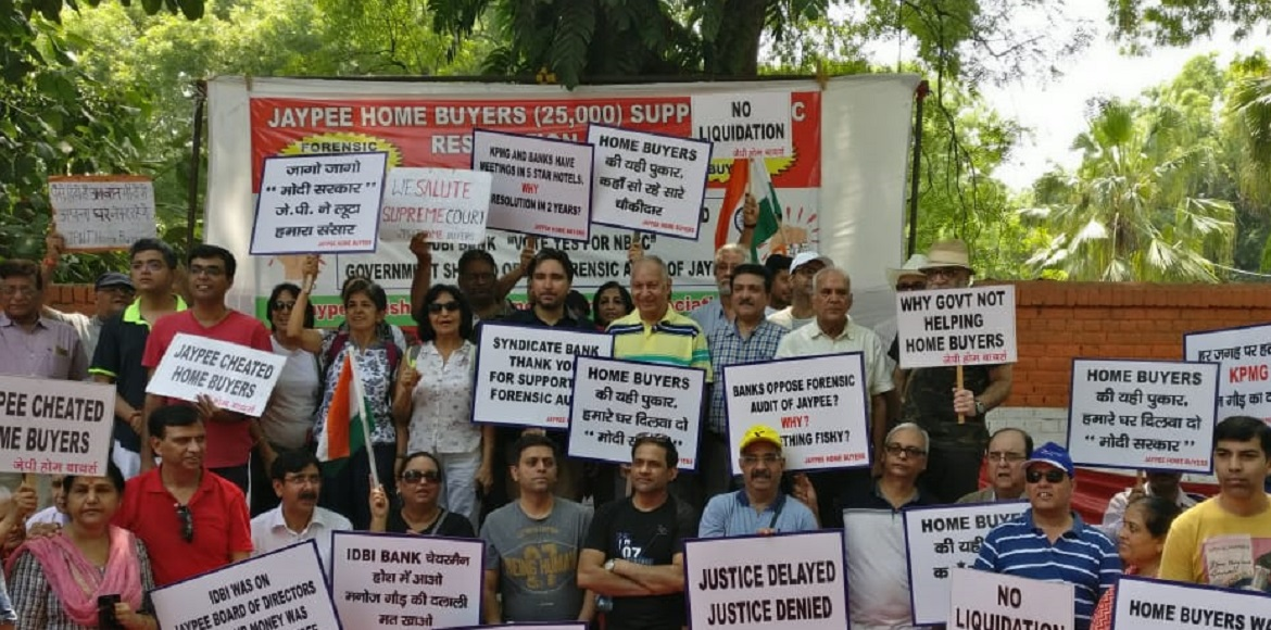 Seeing no hope in CIRP, Jaypee buyers hold silent protest at Jantar Mantar