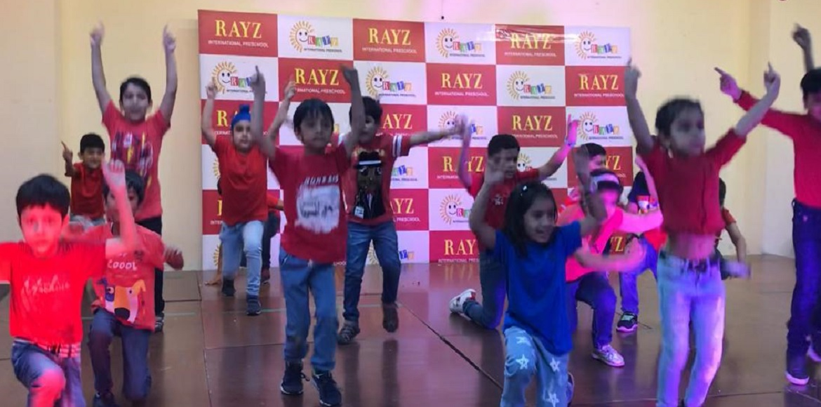 Noida: Kids mesmerise everyone with rocking dance