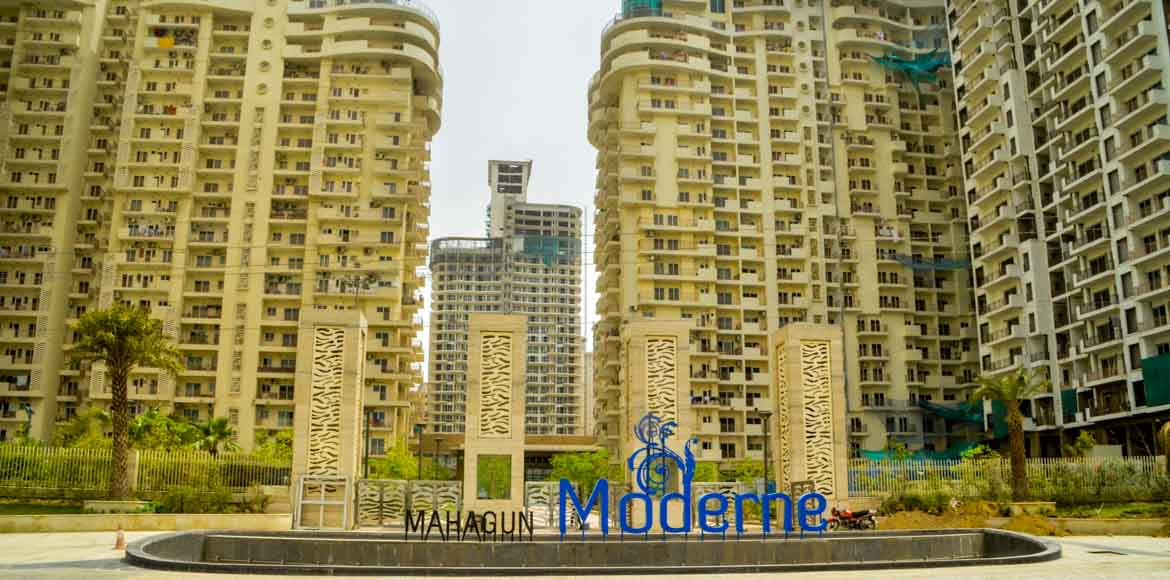 Noida Mahagun Moderne: Long power cut leaves resid