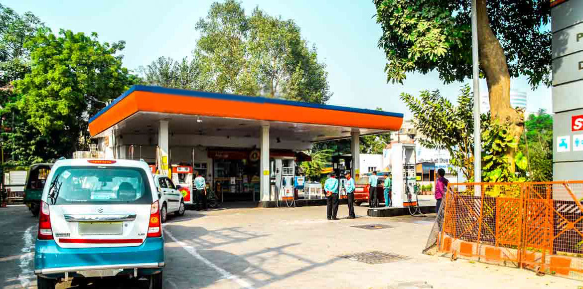 Gzb: 5 petrol pumps served notice for violating 'n