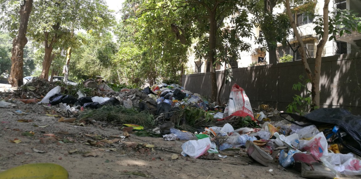 Noida Authority imposes fines on people found littering on road