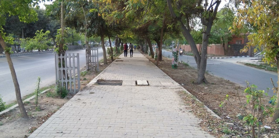 Dwarka: Treading through footpaths becomes dangero