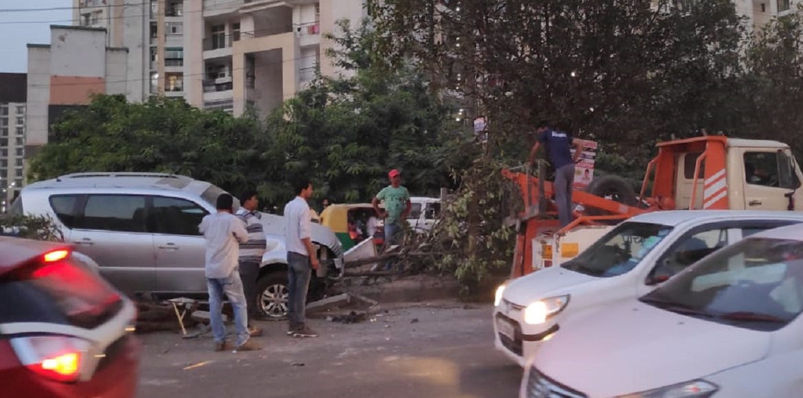 SUV rams into divider causing huge traffic jam at Raj Nagar Extn