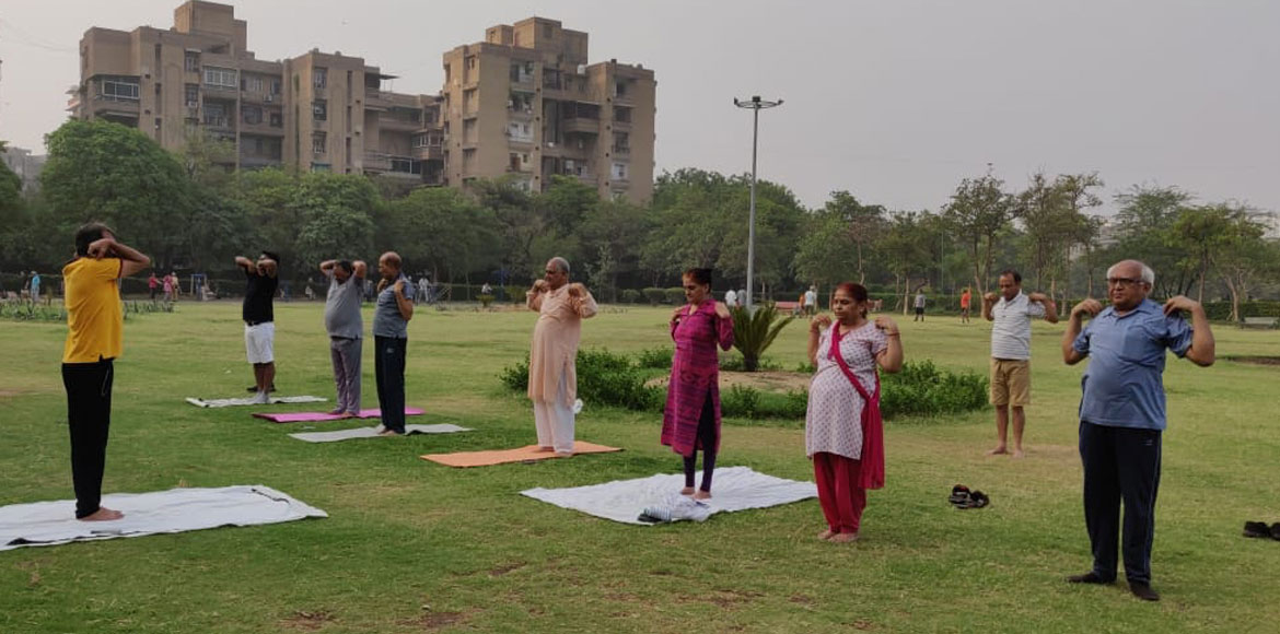'15-minute' yoga session attracts residents of Dwa