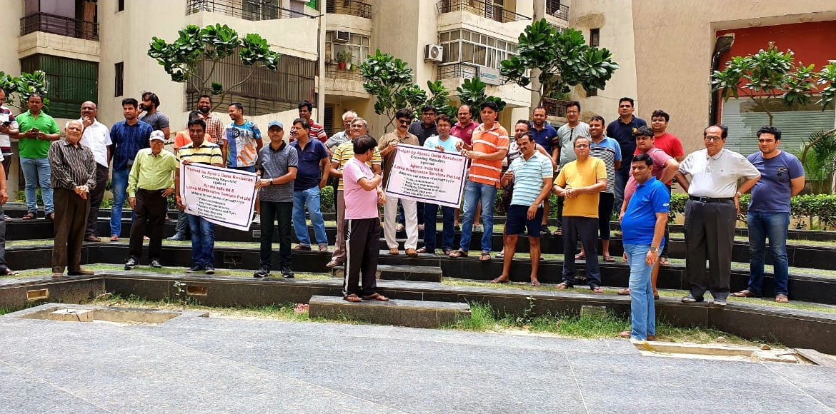 Crossing Republik: Residents of Ajnara Gen-X stage protest against developer
