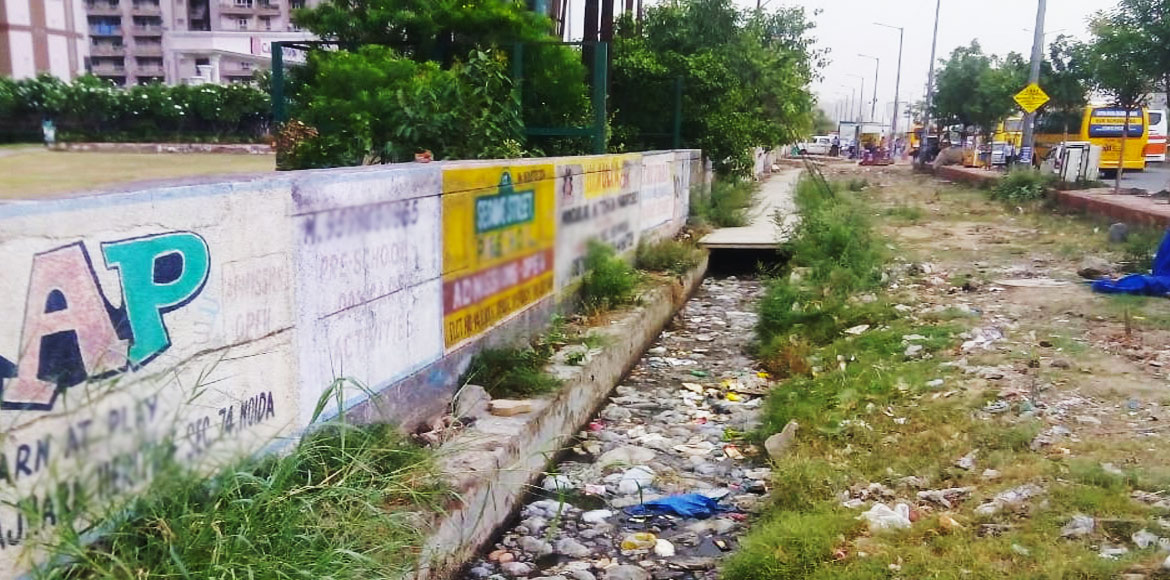 Choked drain annoys residents of Noida's Supertech