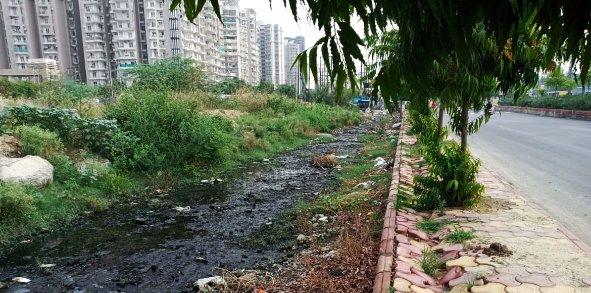 Alarmed Noida residents raise clogged water issue on Twitter