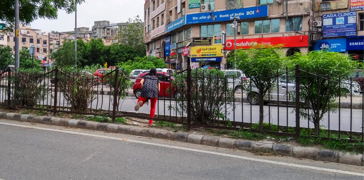 Pedestrians cry for safe arrangements to cross bus