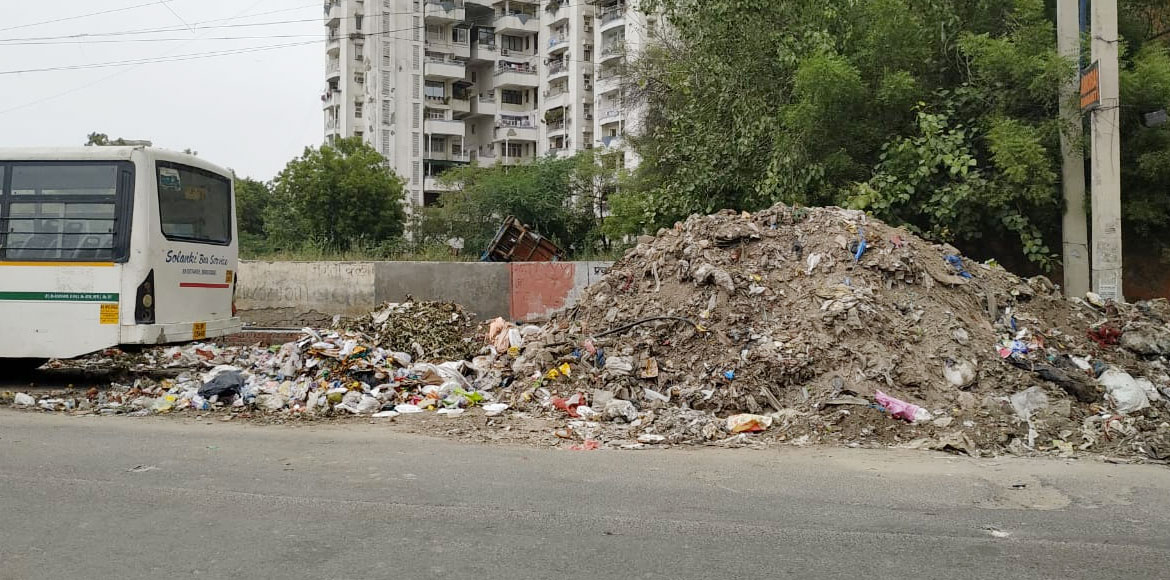 Dwarka: Garbage dump near Brahma Apartments turns nuisance for residents
