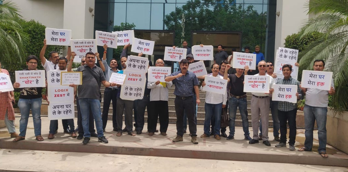 Noida: Logix Blossom Zest buyers protest outside developer's office