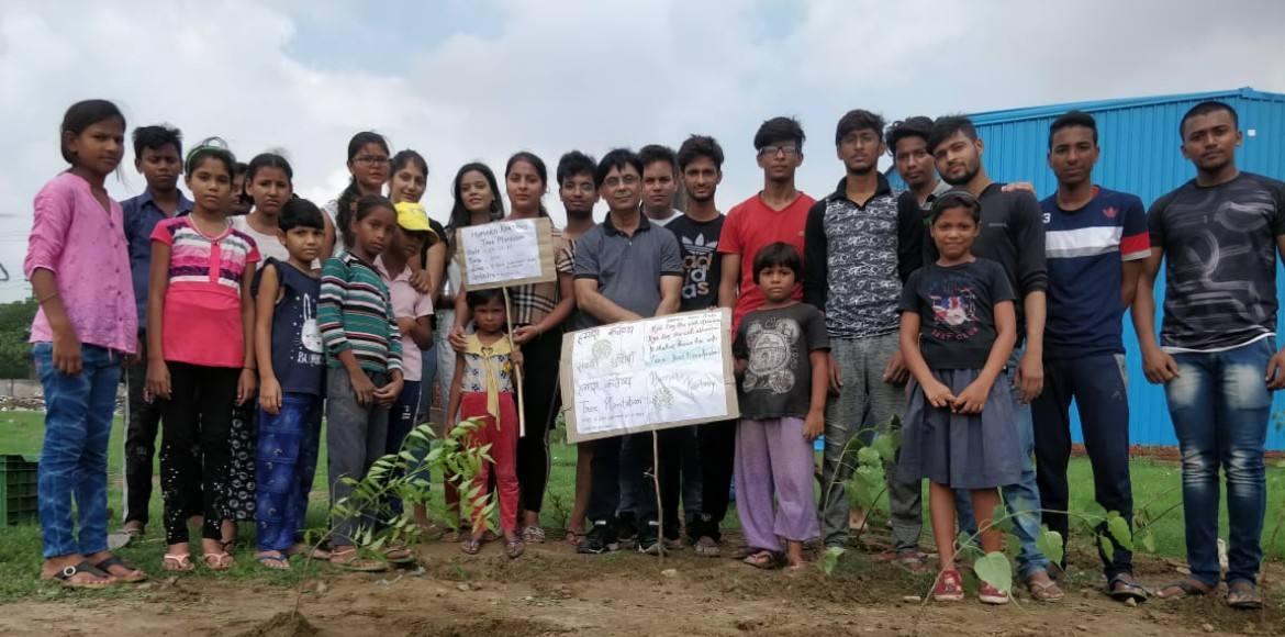 Noida: Residents carry out plantation drive to com