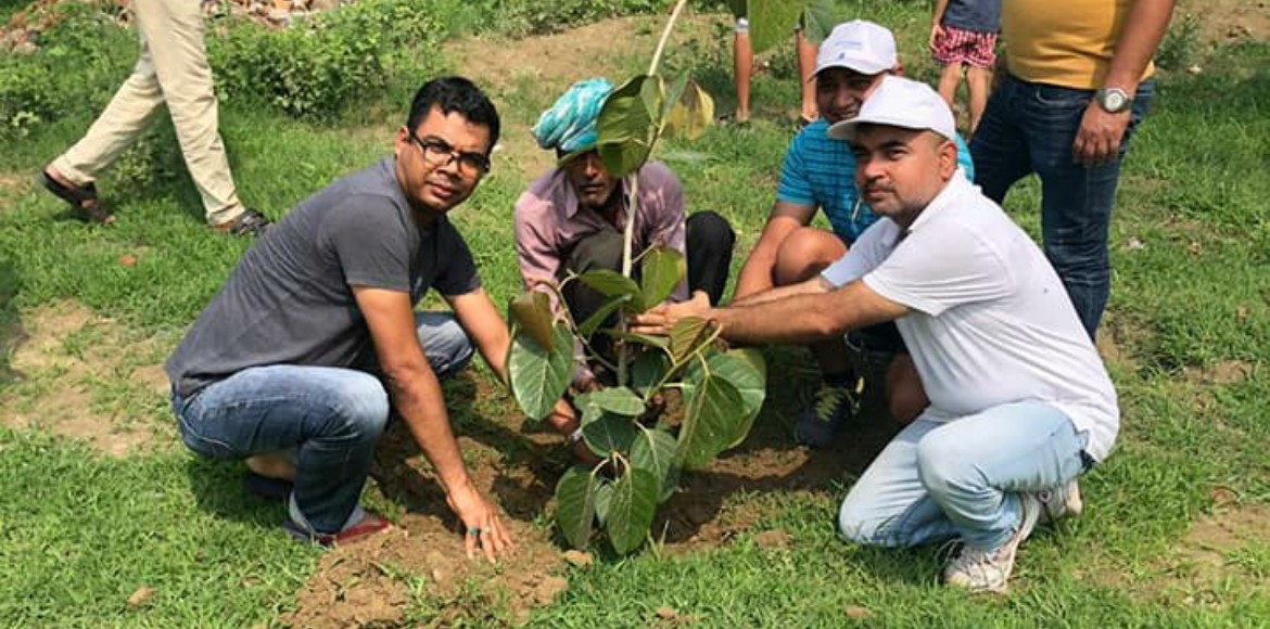 Noida: Residents enthusiastically participate in plantation drive