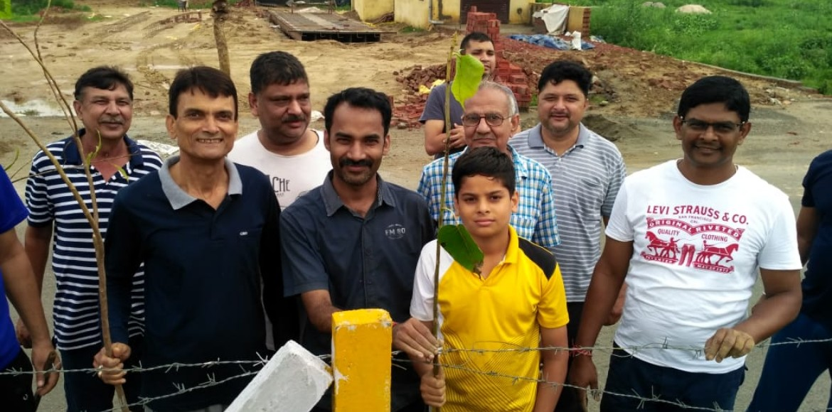 Raj Nagar Extn: Ajnara Integrity's team of residents plants saplings on road