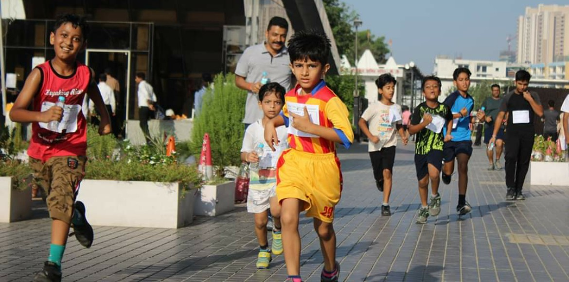 Noida: Residents of Homes-121 organise mini-marathon for children