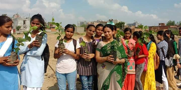 Plantation drive held in Noida