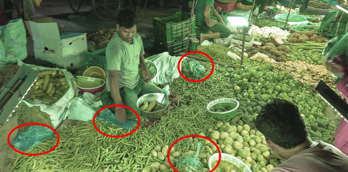 Ban on polythene bags sees no effect in Dwarka's weekly market