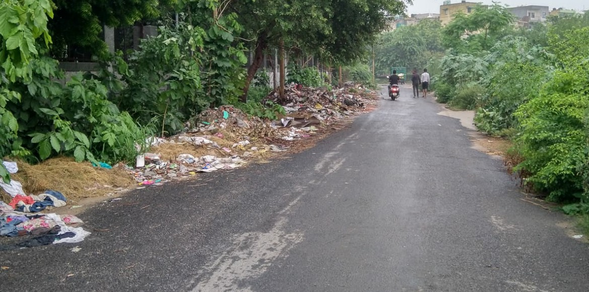 Dwarka residents annoyed over garbage thrown in va