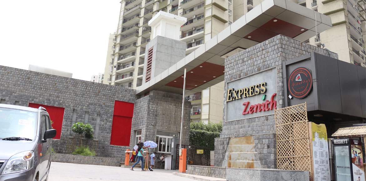 Noida: Express Zenith residents complain against r