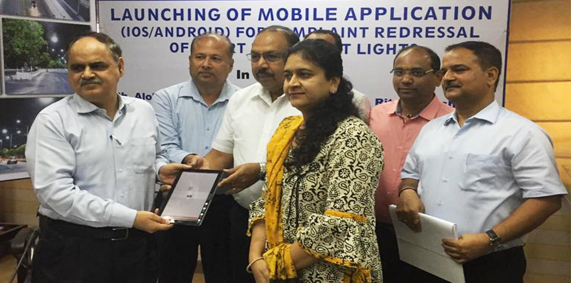 Noida: Now file complaints related to street lights via mobiles