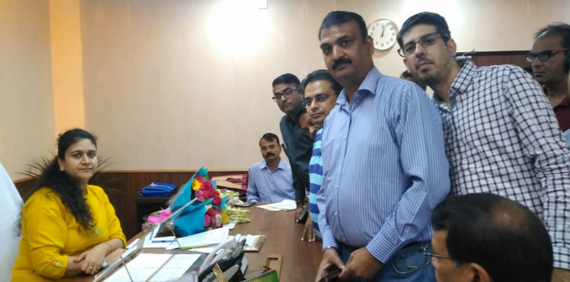 Sector 7X residents met Noida CEO Maheshwari,urged