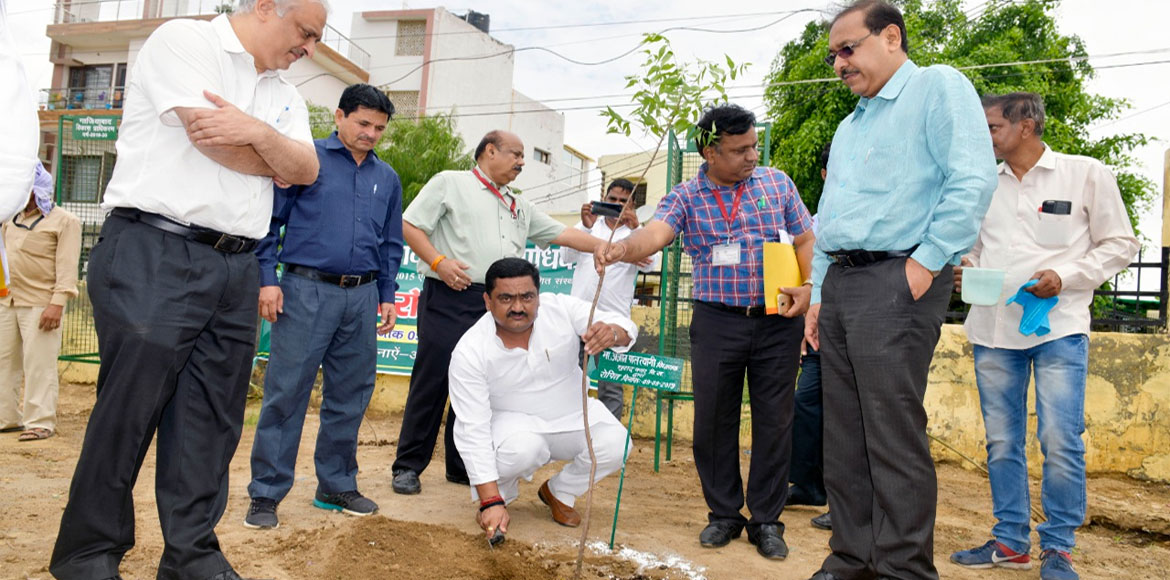 GDA plants over 1 lakh plants in one day