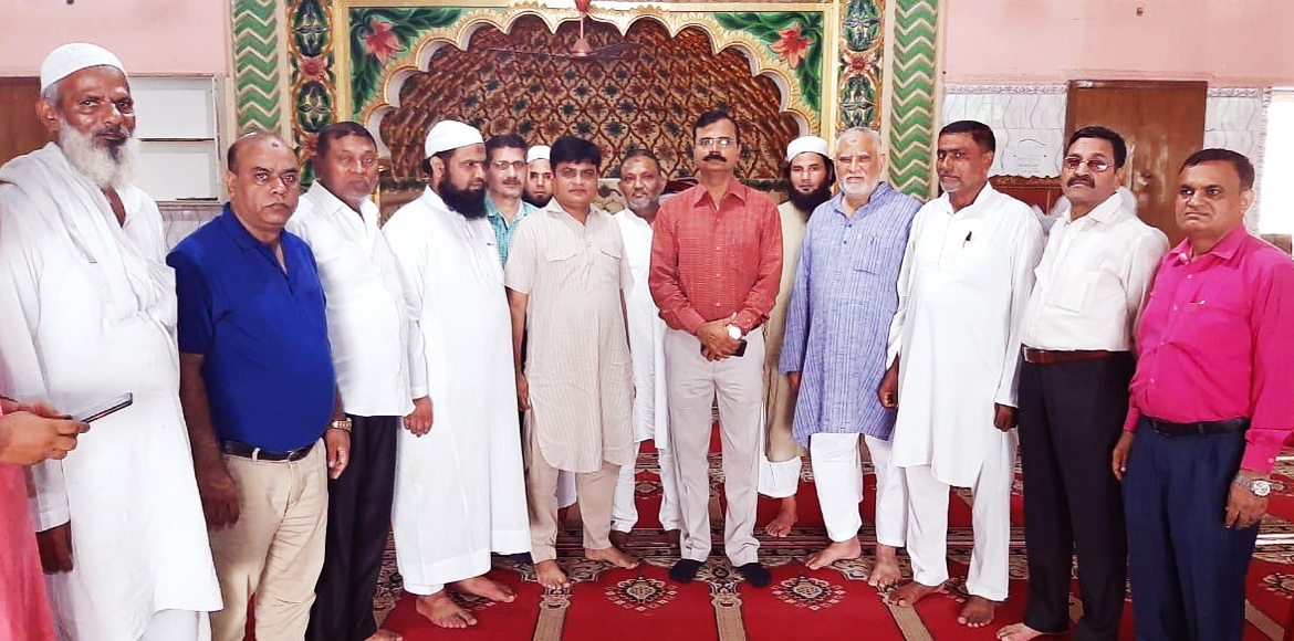 Noida Authority OSD visits Sector 8 Mosque on Eid