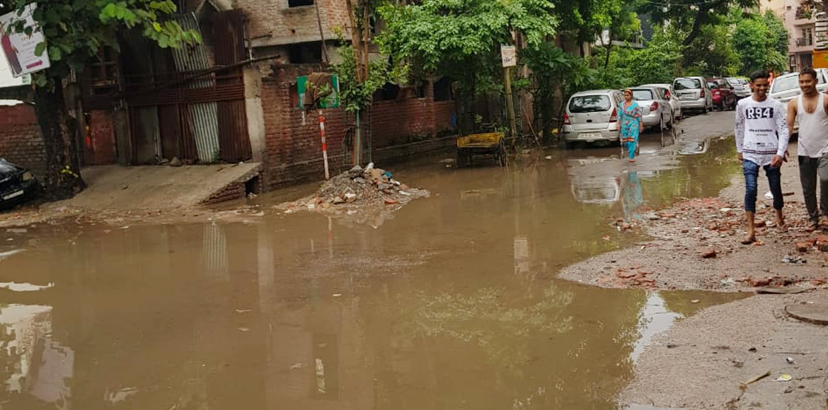 Noida sector 53 residents demand cleaning of drain