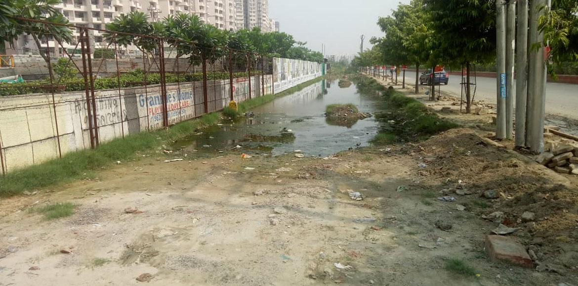 Noida: Residents of Grihapravesh complain against water accumulation