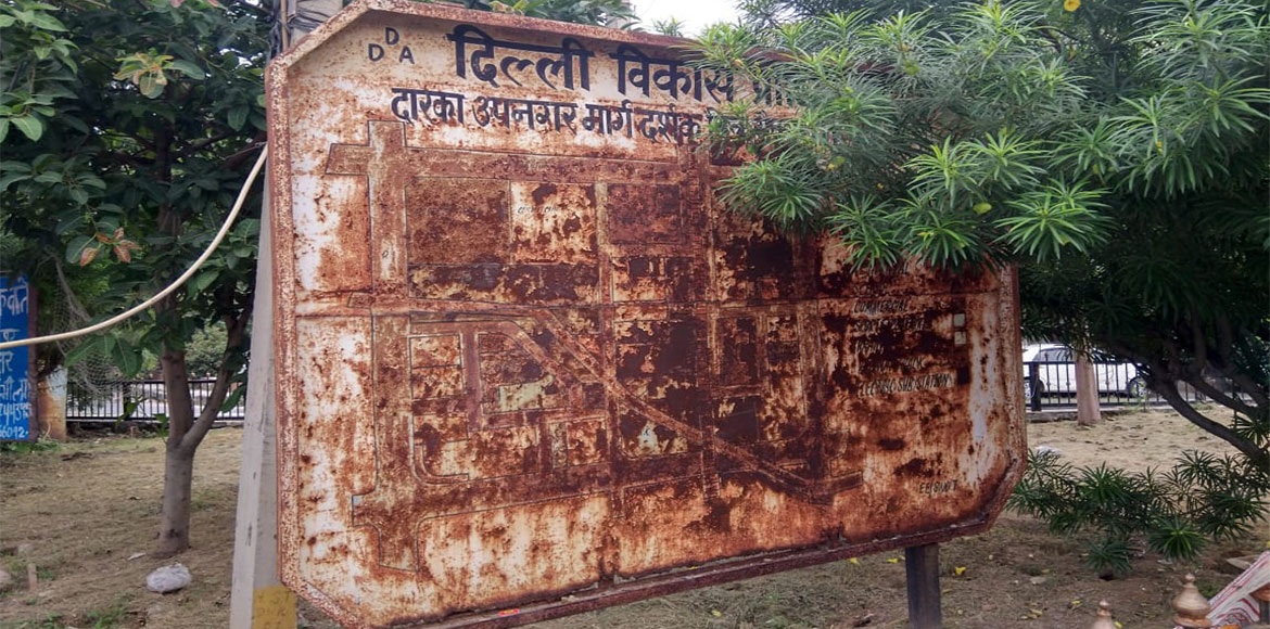 Dwarka: Shabby state of direction boards indicates apathy from authorities