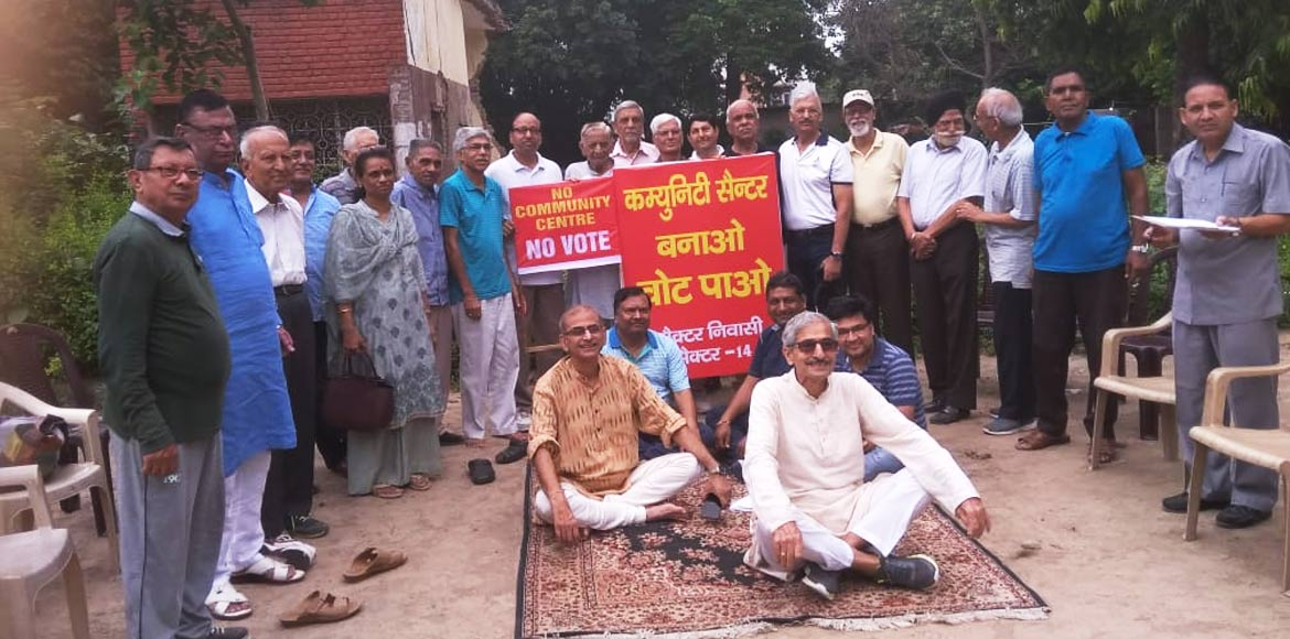 Sector 14 residents protest delay in construction of community centre