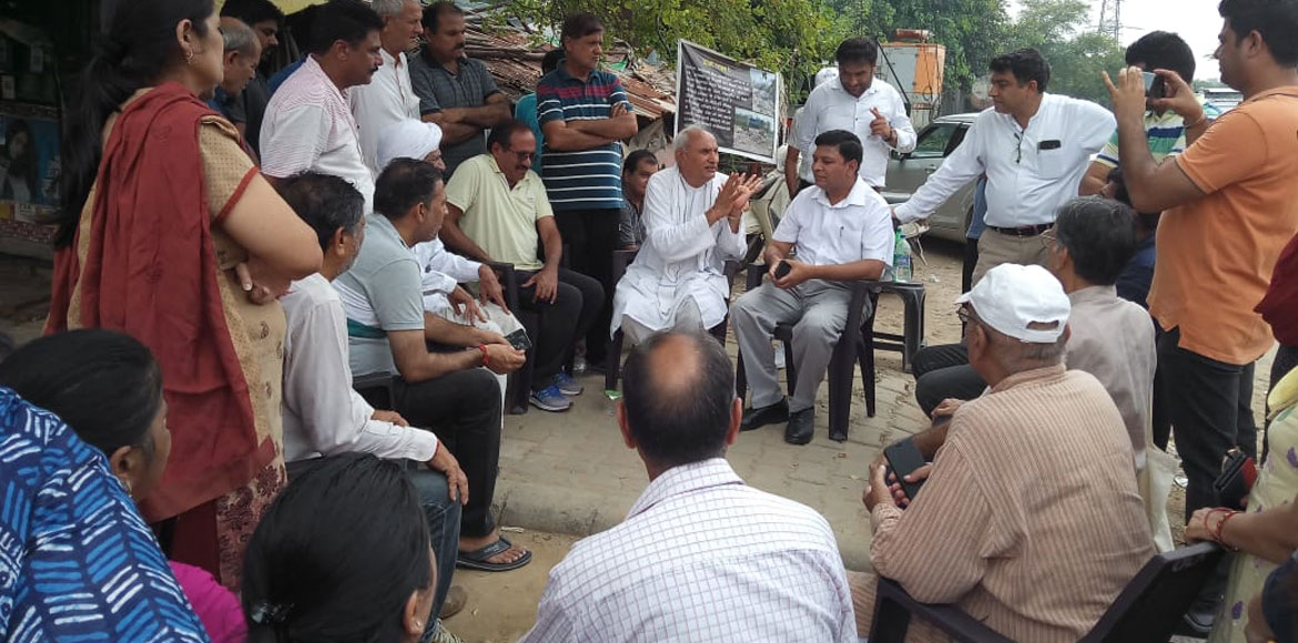 Latest on dhalao protest: SDMC DC comes calling, listens residents' grievances