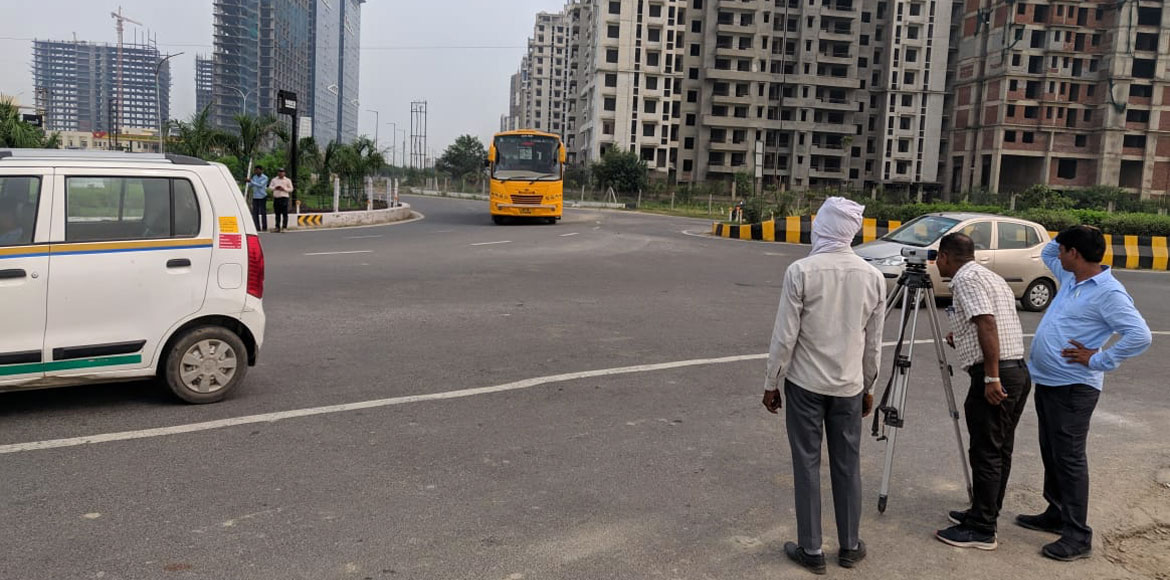 Noida: Residents request for repair of footpaths i