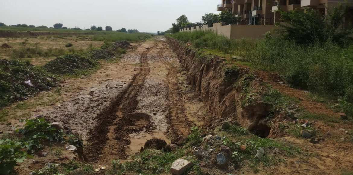 Migsun Greens Mansion approach authority following digging of railway track
