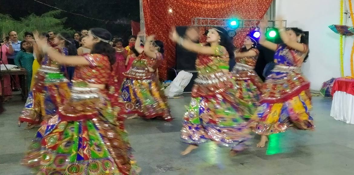 Noida: Dandiya heralds Navratri celebration at Nilgiri Apartment