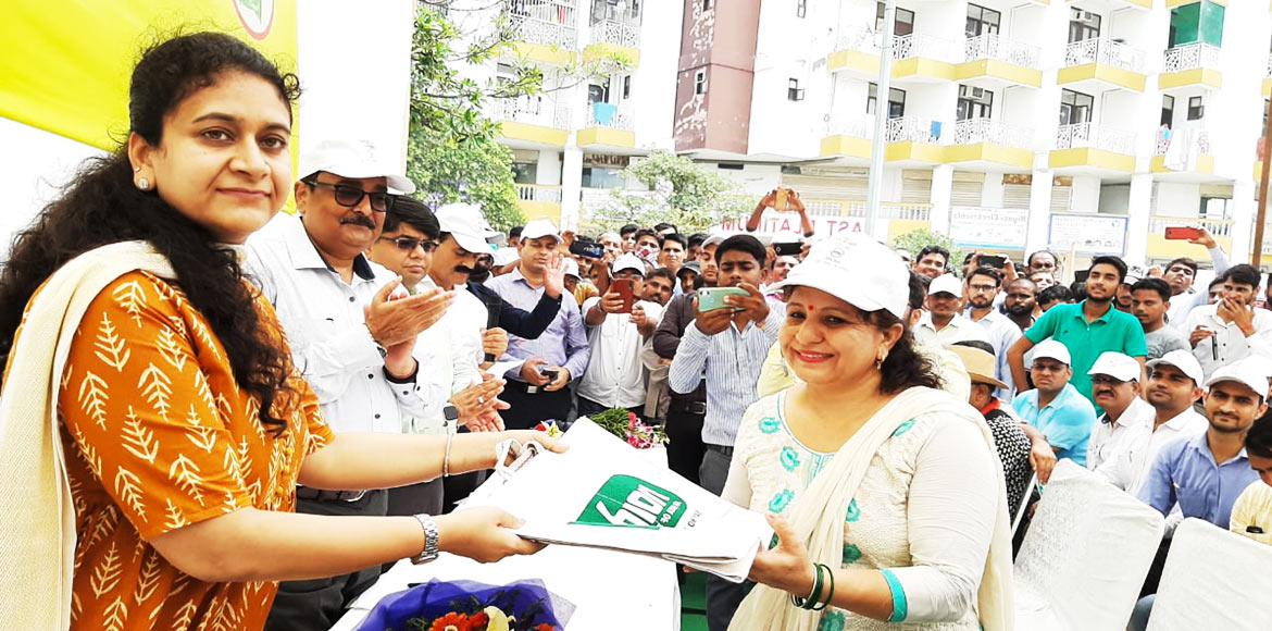 CEO Noida Authority flags off anti-plastic drive