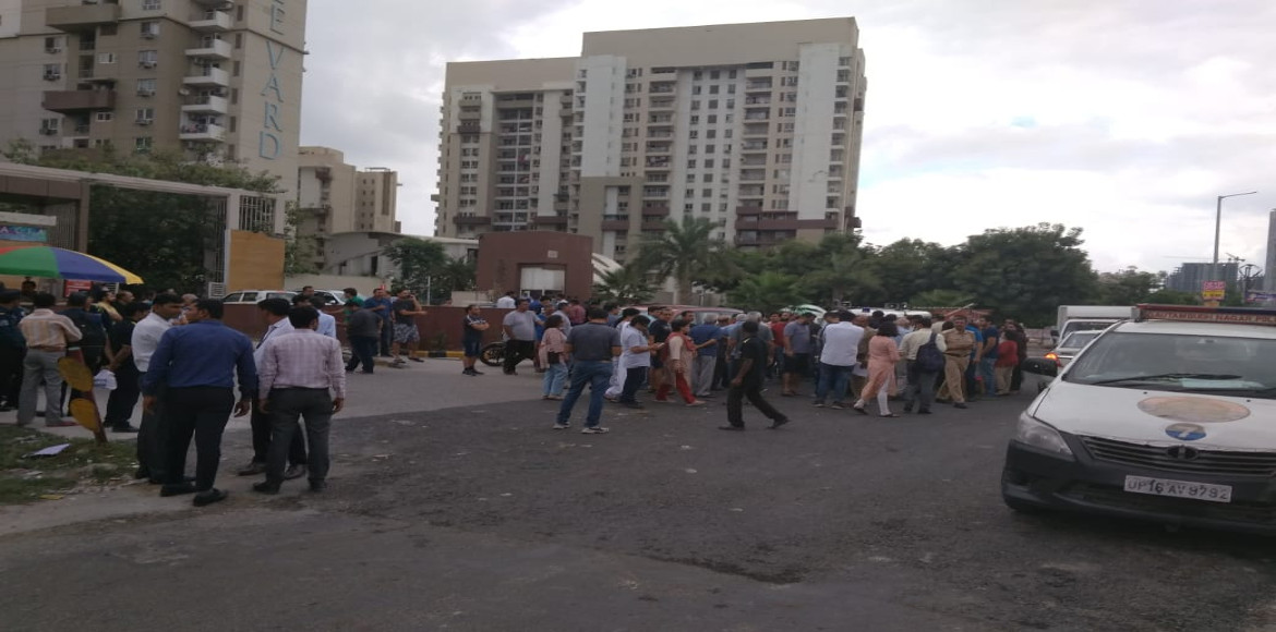 Noida: Lotus Boulevard Espacia residents protest against maintenance agency