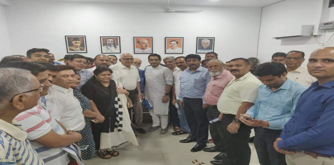 Residents of high rises meet Noida MLA for solving their issues
