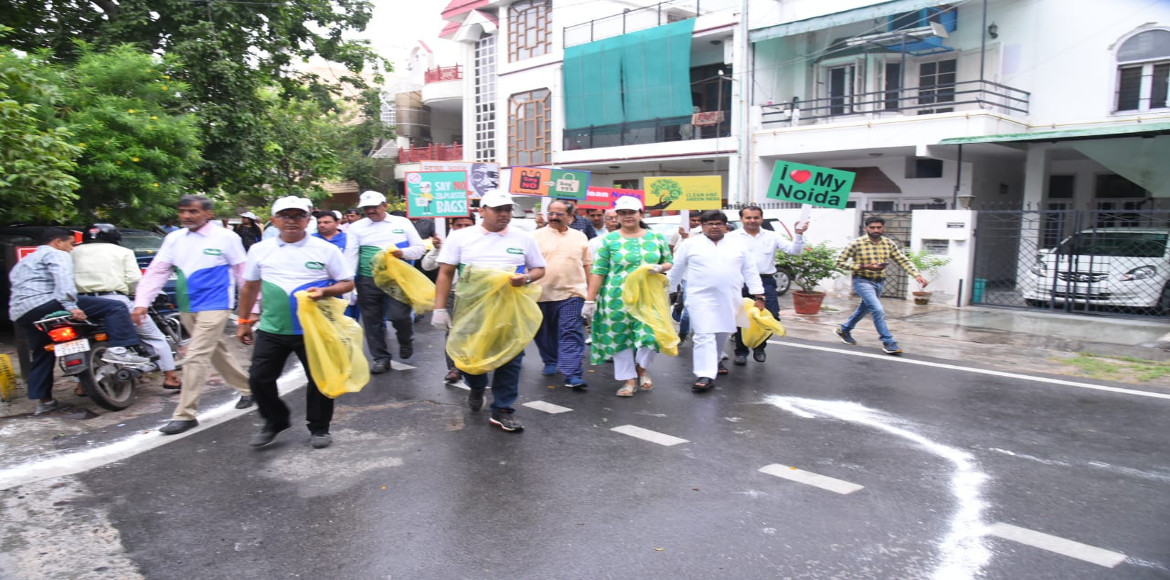 Massive cleanliness drive held in three residential sectors of Noida