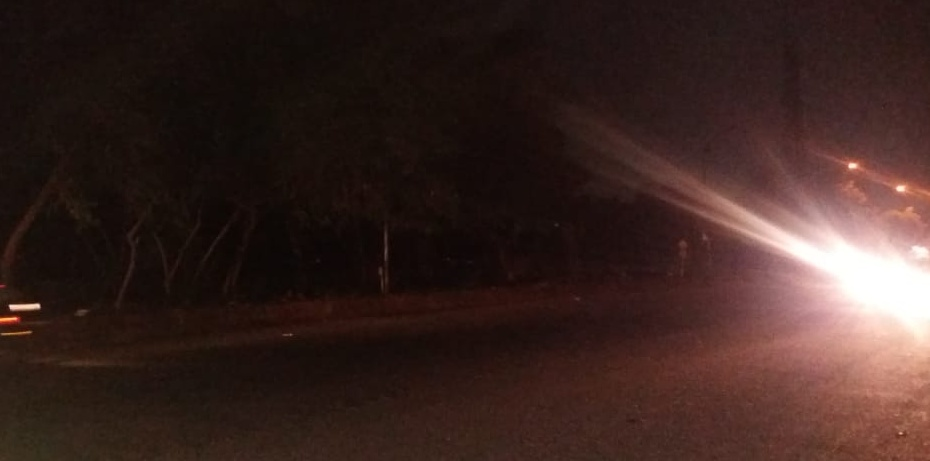 Prateek Laurel residents complain against defunct street lights