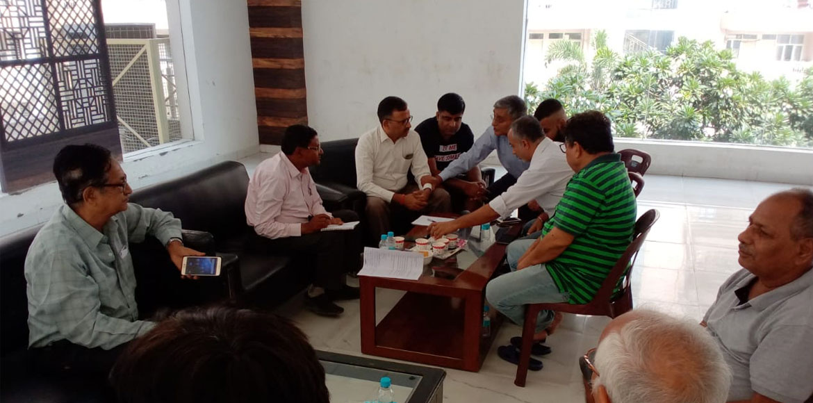 Noida Authority officials meet 7X residents to resolve their issues