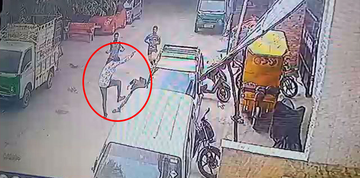Kalyanpuri: Three persons stabbing a youth captured on CCTV camera