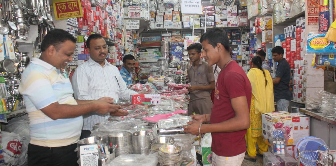Dwarka gets ready for Dhanteras; steel products in demand