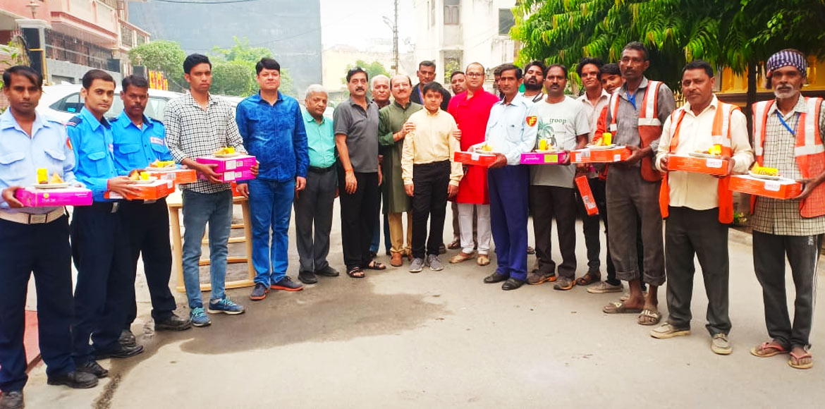 RWA showers gifts, sweets on Sector 51 auxiliary staff