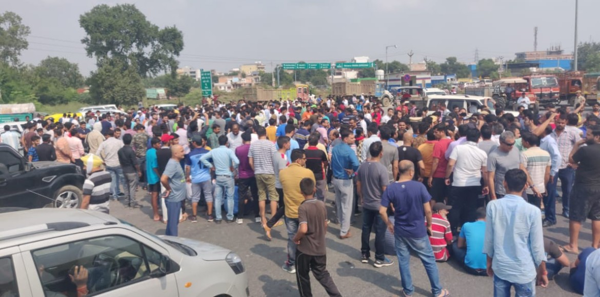 New Gurugram residents stage mass protest