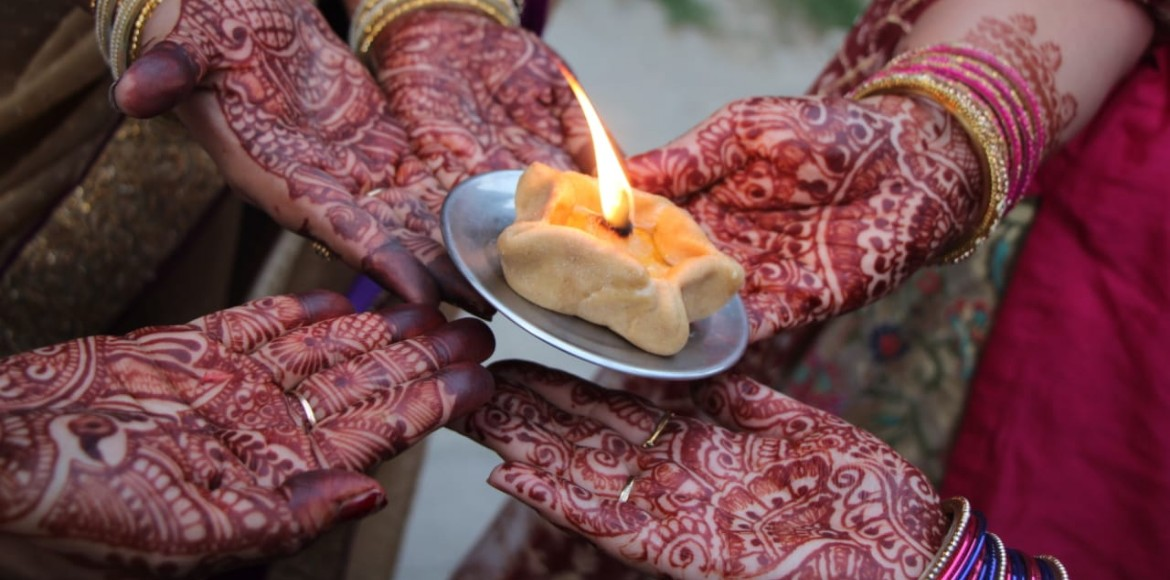 PHOTO KATHA: Karwa Chauth celebrated with much ent