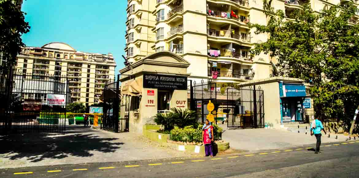 Shipra Krishna Vista: Residents vent ire on staff over maintenance dispute