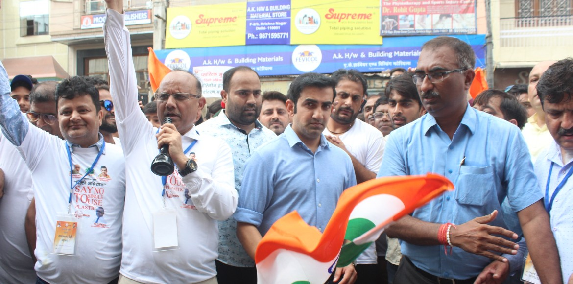 Gambhir flags off awareness rally for plastic free East Delhi