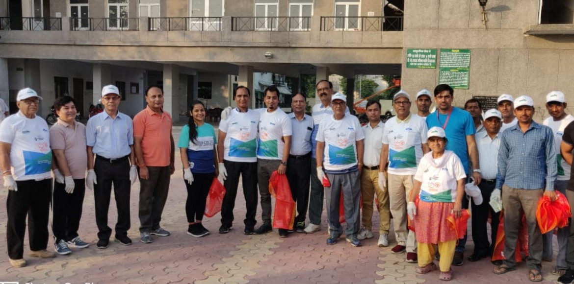 Noida Authority organises plog run on Gandhi jiâ�