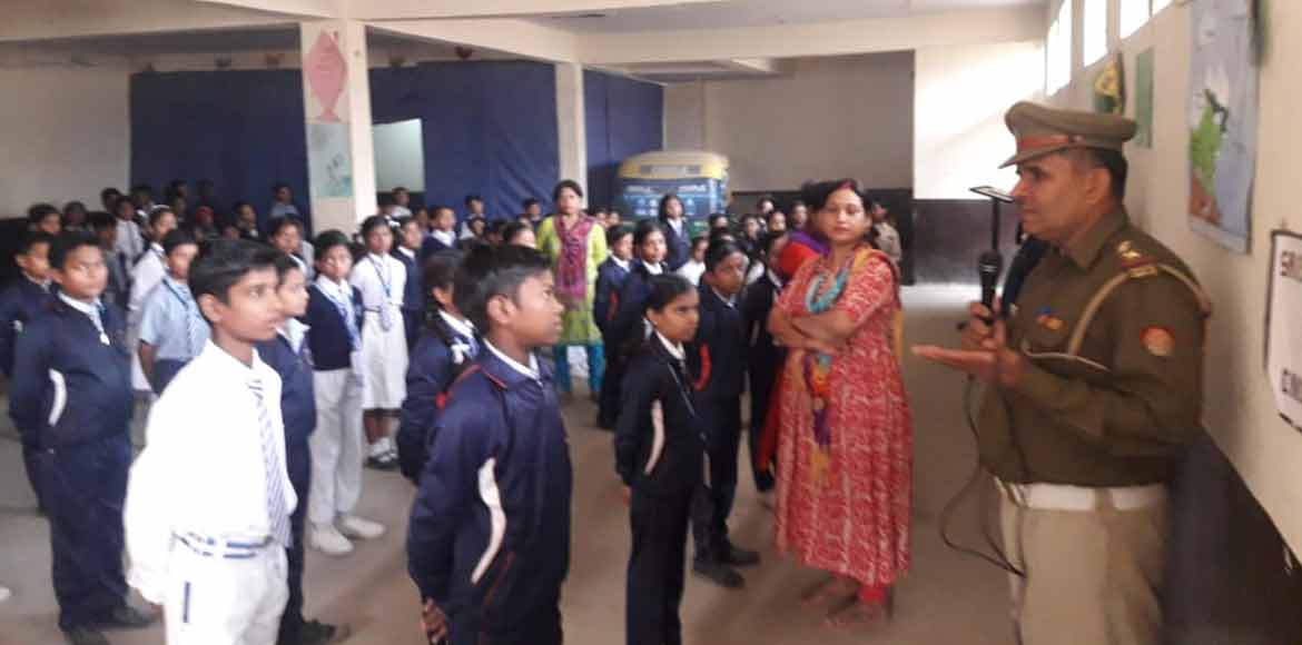 Traffic police conduct awareness session at DAV Sc